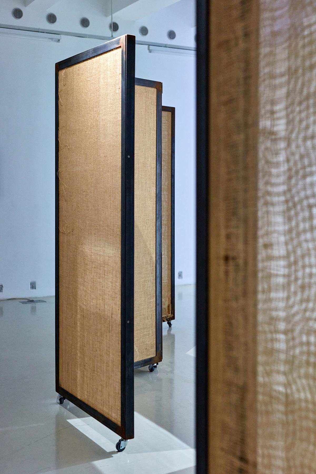Roman Štětina: Untitled (Speak so I can see you), 2020. installation (jute, iron, wood) | photo: Dávid Biró