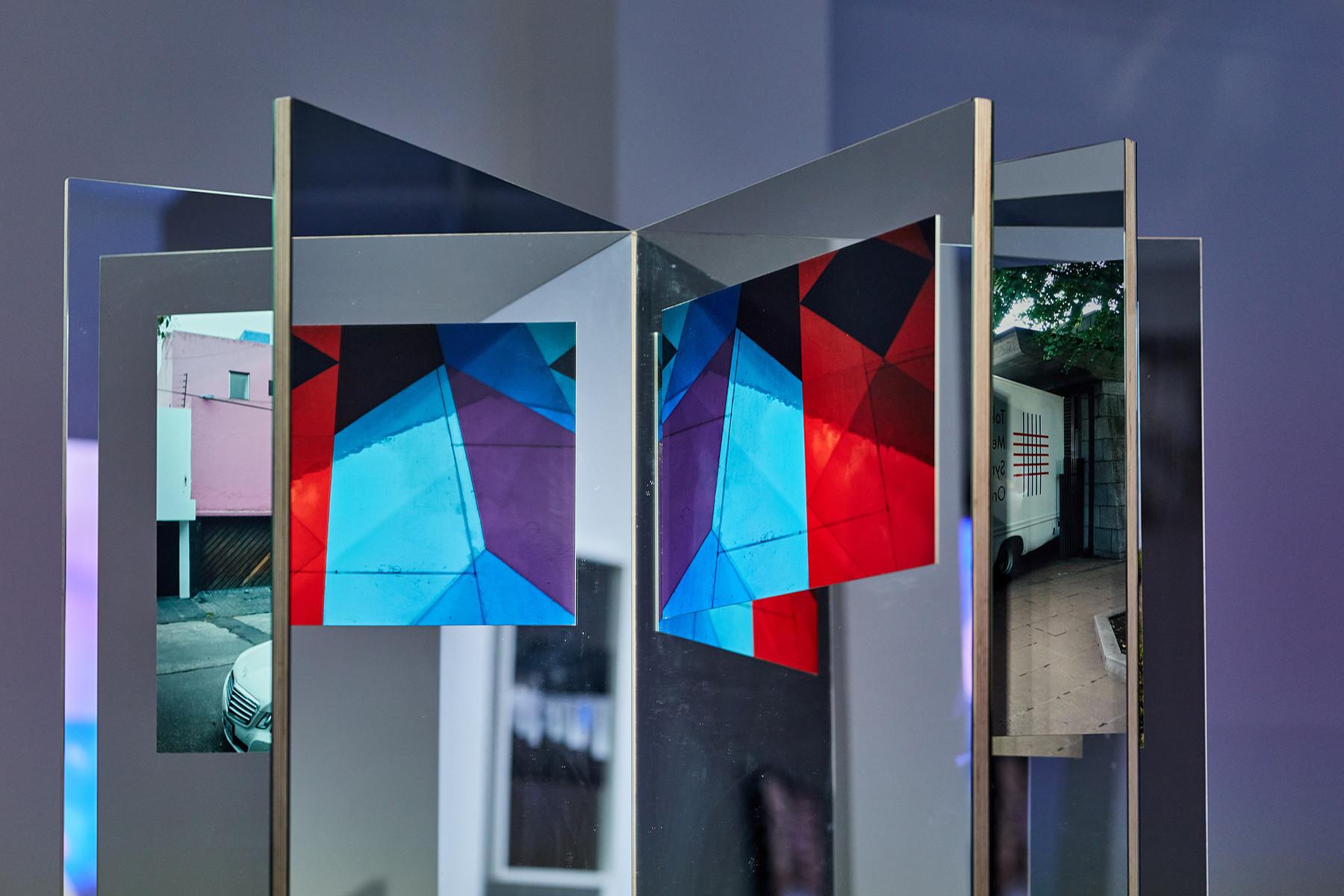 Andreas Fogarasi: Étoile (Red), 2018. plywood, mirror, C-Prints (detail). On the photo: Acrylic glass windows by Victor Vasarely, Parroquia del Senor de la Resurreccion, Mexico City (Juan Cortina del Valle, 1974) | photo: Dávid Biró
