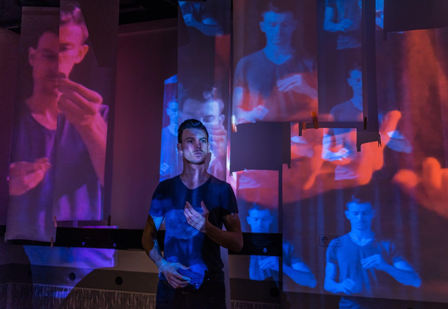"""""""Azt szeretném, hogy a közönség elvarázsolva érezze magát, nem pedig becsapva"""" - interjú Gyertyán Balázs bűvésszel"""