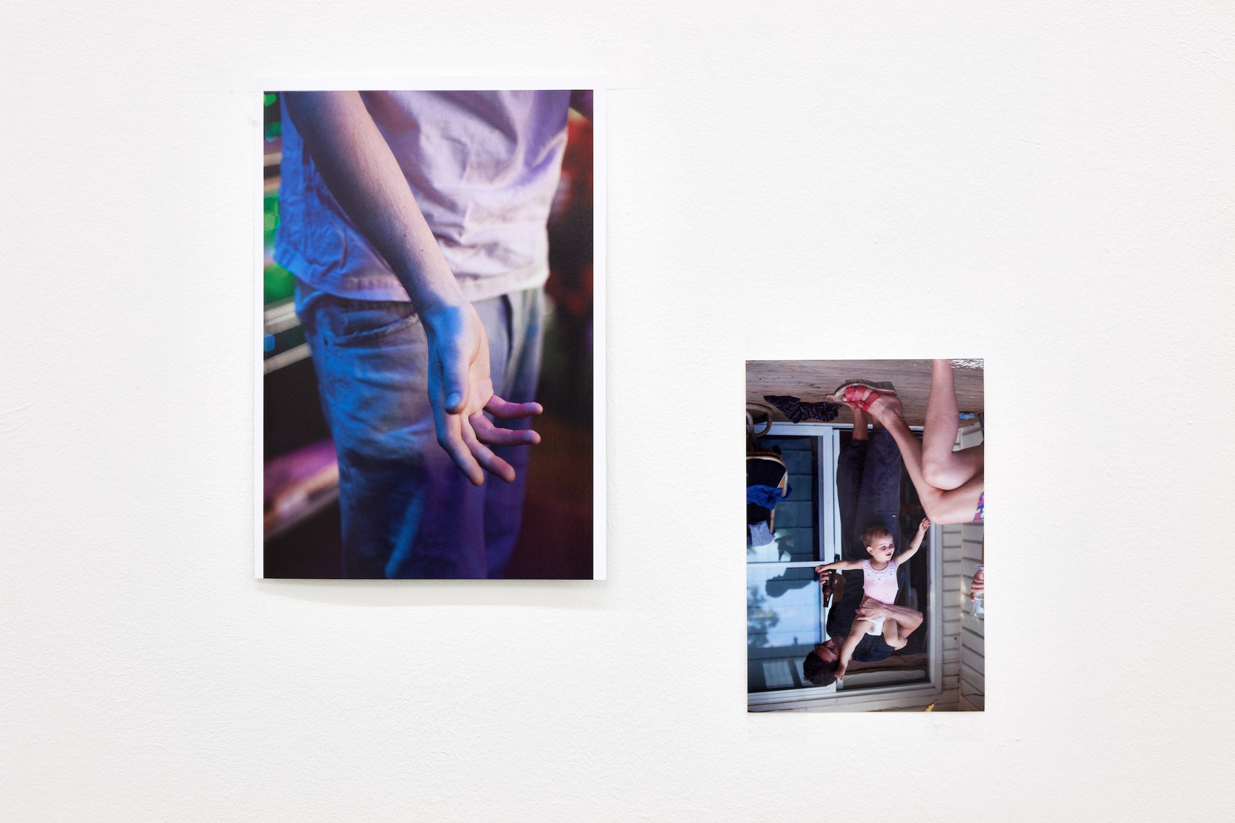 Wolfgang Tillmans: A te tested a tiéd . Kiállítási látkép, Trafó Galéria, 2021. Balra: Mischlicht, 2011. Jobbra: Harriette and Benjamin, 2011. Photo: Dávid Biró