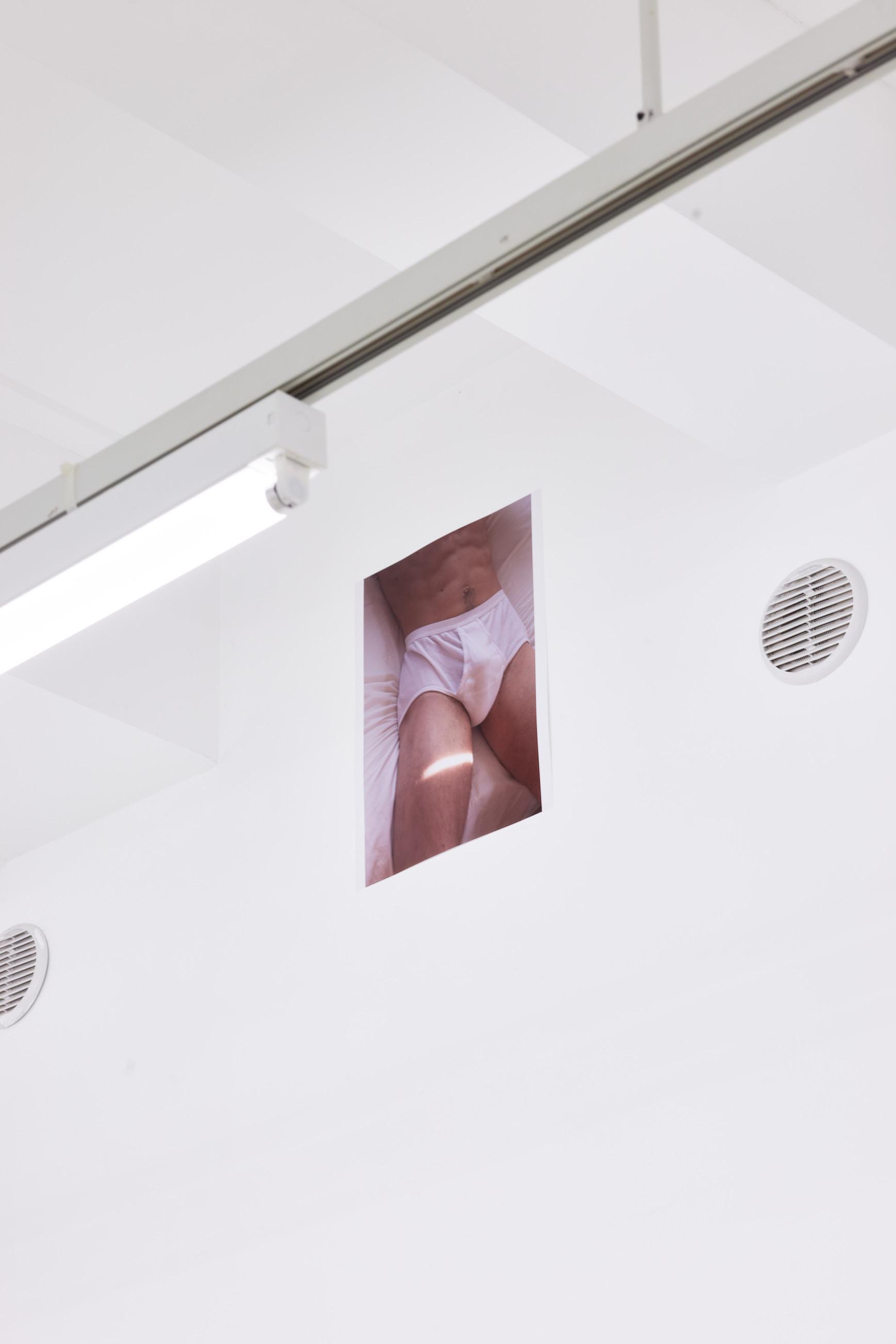 Wolfgang Tillmans: A te tested a tiéd . Kiállítási látkép, Trafó Galéria, 2021. Morning light, 2018. Fotó: Biró Dávid