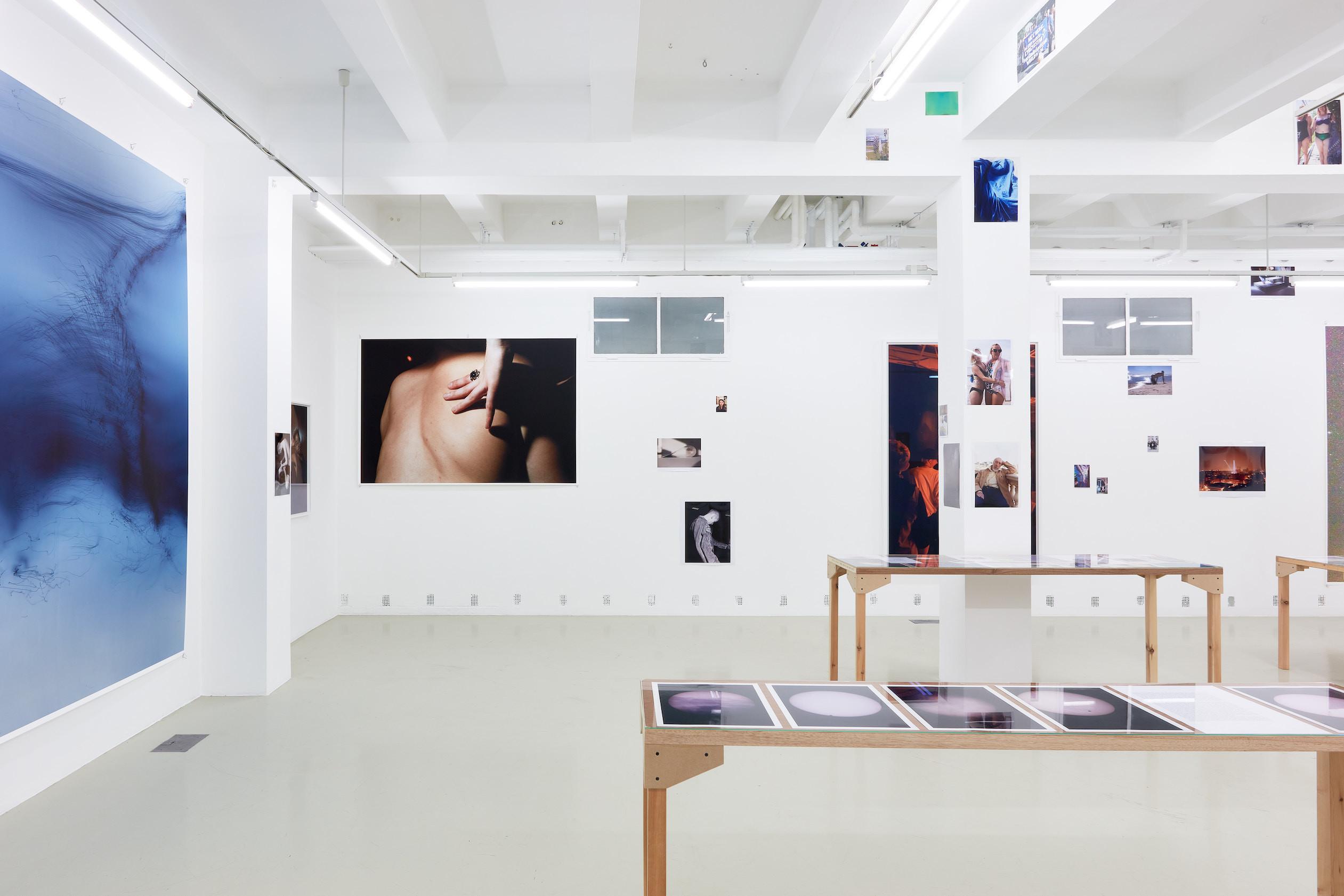 Wolfgang Tillmans: A te tested a tiéd. Kiállítási látkép, Trafó Galéria, 2021. Fotó: Biró Dávid