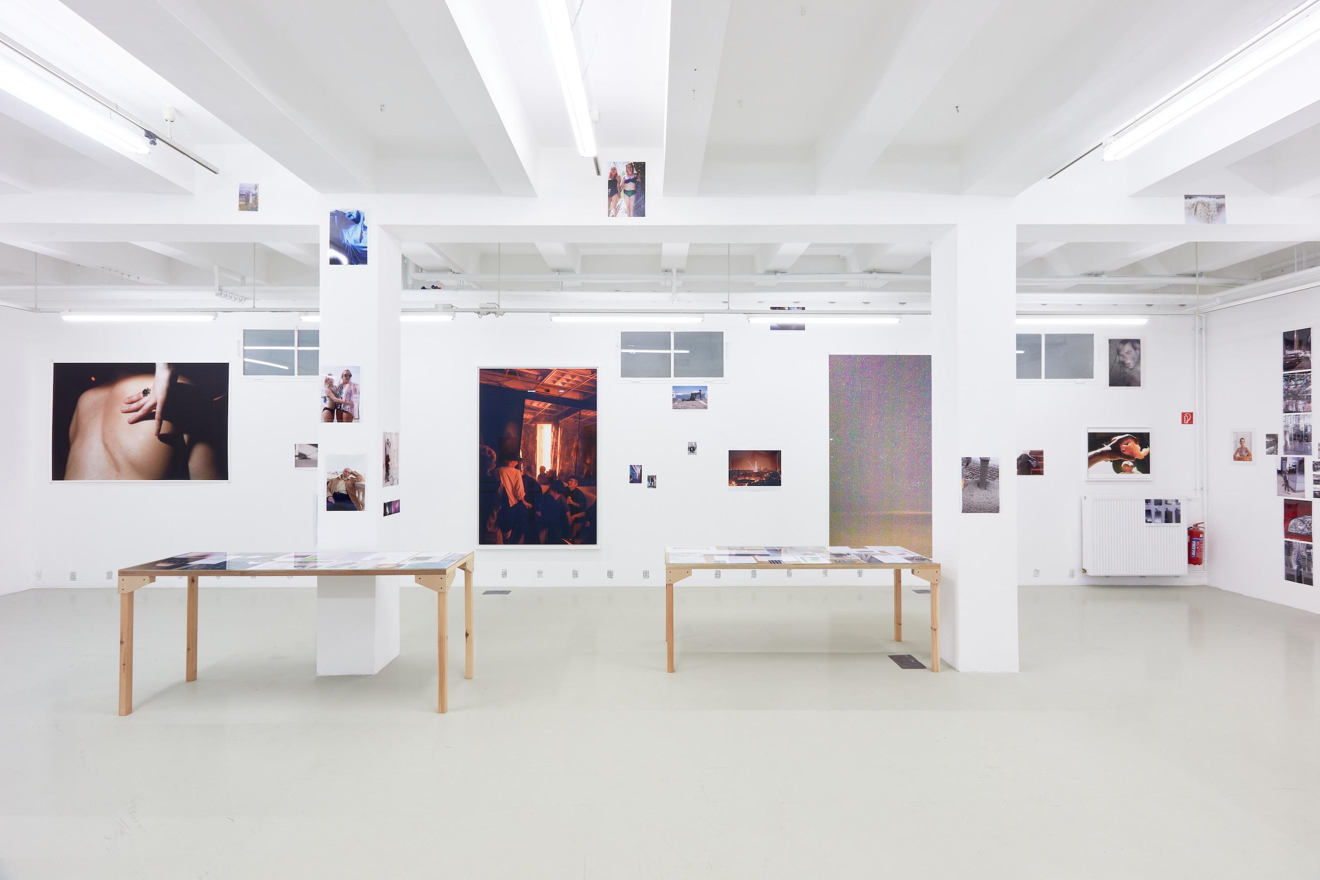 Wolfgang Tillmans: A te tested a tiéd. Kiállítási látkép, Trafó G aléria, 2021. Fotó: Biró Dávid