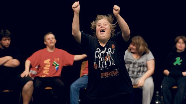 JÉROME BEL (FR) - THEATER HORA (CH):  Sérült színház (Disabled Theater)
